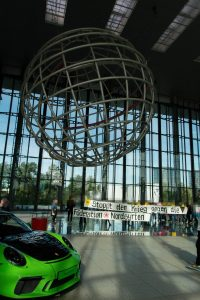 Protestaktion in der VW-Autostadt in Wolfsburg